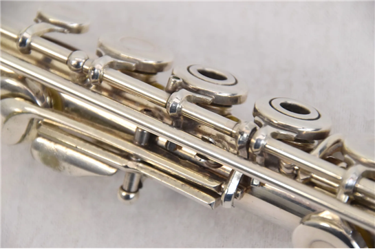 armstrong flute serial number location