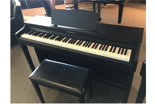 Used Yamaha CLP-525 Digital Piano