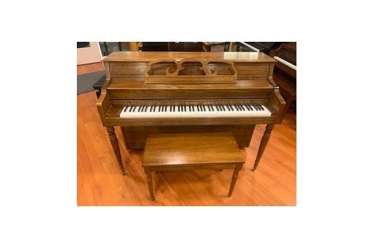 1993 Kawai 502M Console Piano - Oak