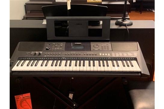 Used Yamaha PSR-E453 61-Note Keyboard