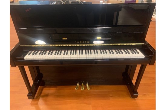 Used Yamaha B3 Upright in Polished Ebony