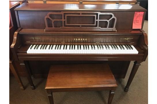 Used Yamaha M560 Piano