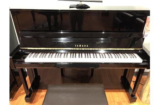Used Yamaha B3 Upright Piano (Polished Ebony)