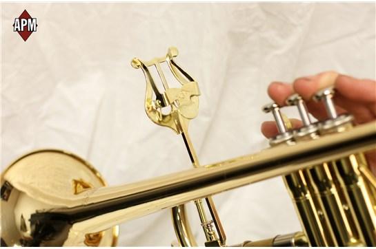APM 501G Bent Stem Trumpet Lyre (Gold Brass)